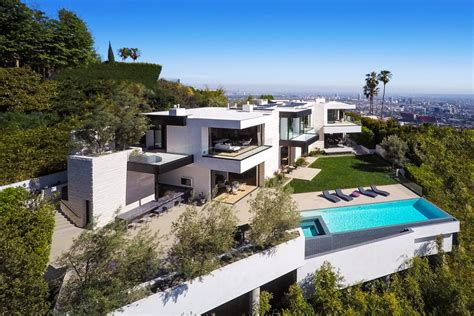 la house why a 32 million hollywood mansion hasn t sold