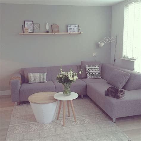 inrichting woonkamer hout pale jade green op de muur woonkamer naturel met grijs