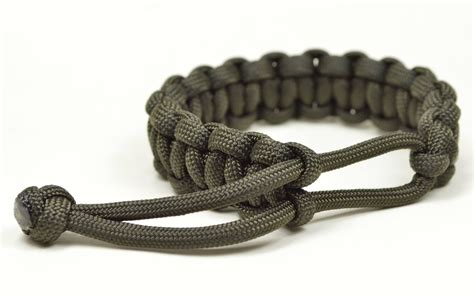 make a mad max style paracord survival bracelet the