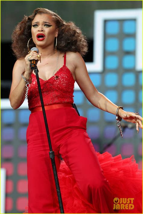 priyanka chopra and chainsmokers alessia cara the chainsmokers perform at global citizen