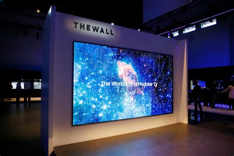 see what s new with samsung tv at ces 2018 samsung qled tv