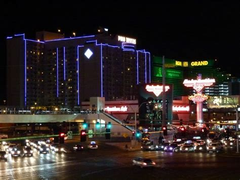 Las Vegas Hotels 2 Bedroom Suites polo towers lit up at night from strip picture of polo