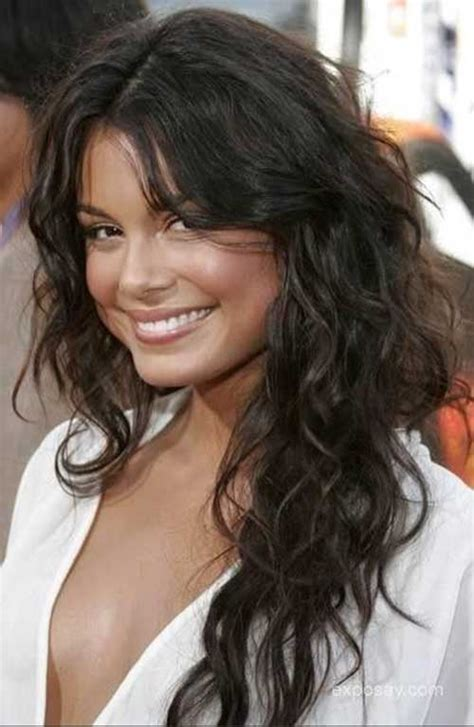 pictures of the ladies long curly layered haircut called the gypsy cut from the 1970s 40 layered haircuts for wavy hair long hairstyles 2016