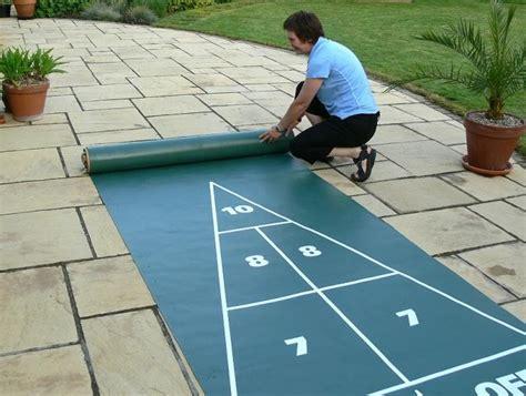 backyard shuffleboard court shuffleboard mini roll out court set komplettes spiel