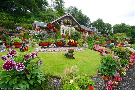 picture of garden loch lomond man turns garden into tourists attraction
