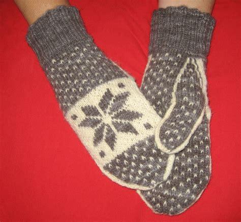 snowflake pattern mittens snowflake mittens pattern only freshisle fibers