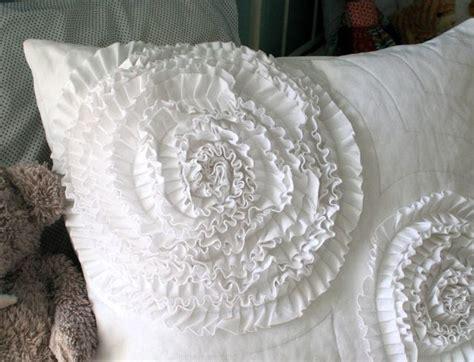 Ruffle Pillow Tutorial by Mmmcrafts Make A Ruffle Circle Pillow Sham