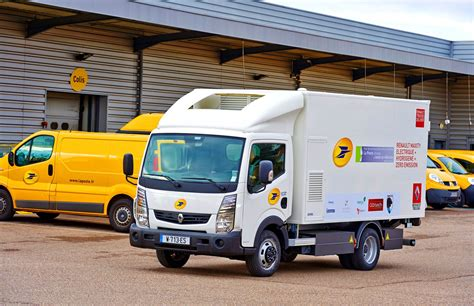 electric truck la poste tests renault electric truck with fuel cell range