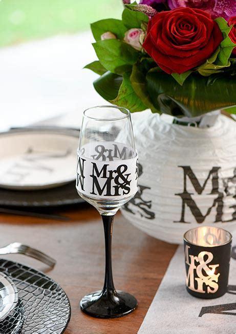 Tischdekoration Hochzeit G Nstig by Mr Mrs Deko Aufsteller Mr Mrs Schriftzug Schild Hochzeit