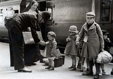 bbc primary history world war 2 wartime homes image gallery evacuation ww2