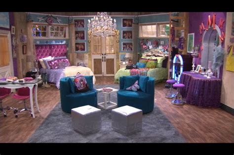 hannah montana s bedroom is want moms board for faith