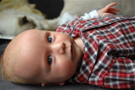 baby dreht sich im schlaf auf bauch baby dreht sich nicht auf den bauch spielerische 220 bungen