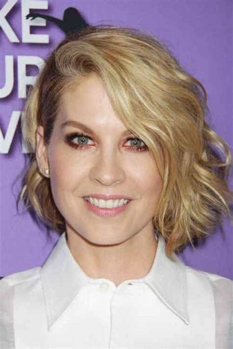 jenna elfman hair colour hairstyles jenna elfman wavy bob sophisticated allure