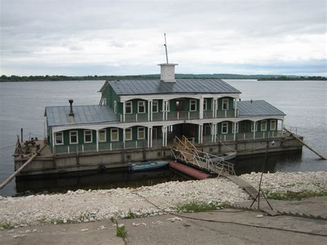 types of houseboats file houseboat jpg wikipedia