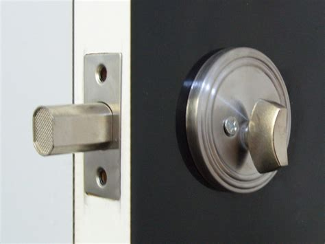 how to pop a bedroom door lock fast locksmith chelsea professionals best prices great service