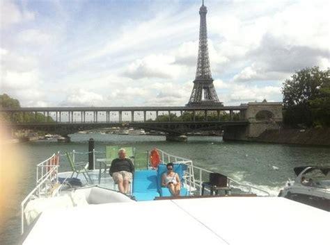 boat trip near eiffel tower house boat on the seine near paris apartamentos para