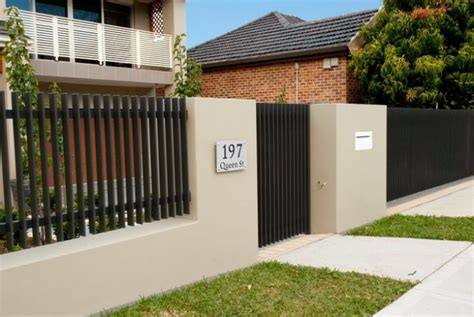 Design House modern front fence all scape