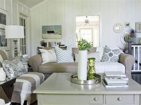 cottage living room simple and elegant design on pinterest television cottage living rooms and living rooms