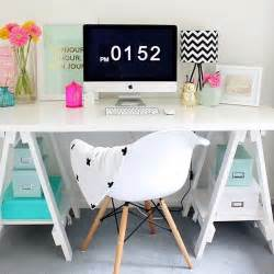 Office Desk Pinterest 25 Best Ideas About White Desks On Pinterest Chic Desk White Vanity Desk And Home Office Desks
