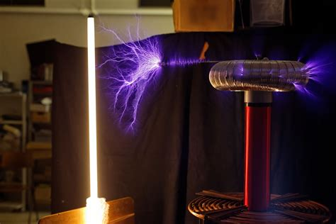 How To Use A Tesla Coil File 225w Tesla Coil Arcs4 Cropped Jpg Wikimedia Commons