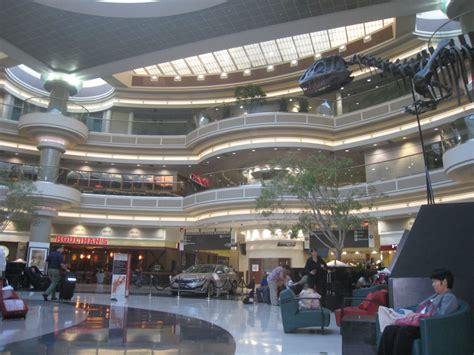 Curbside Appeal business travelers love atlanta s airport