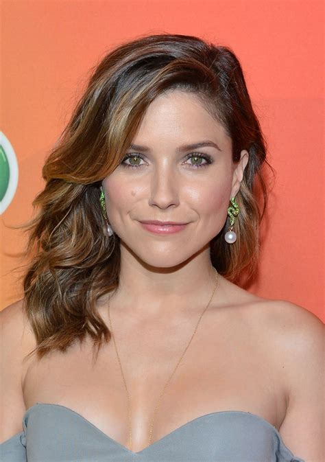 bush hairs chiccgo p d star sophia bush signs with caa deadline