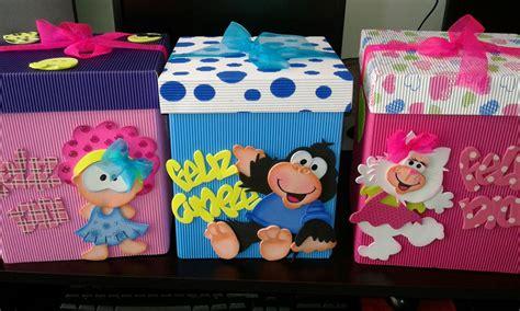 caja de regalo hecha de foami cajas de regalo decoradas en foami y cart 243 n corrugado