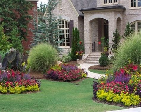 front yard landscaping using patterns of similar plants