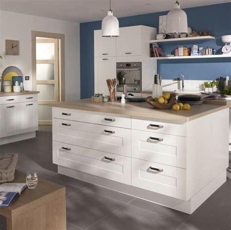 cr馘ence pour cuisine blanche cuisine kadral en bois blanc castorama prix 599
