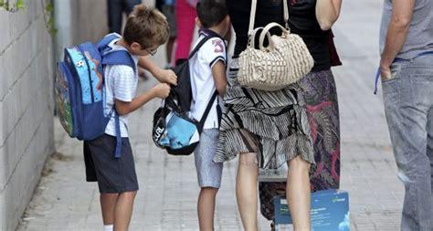 imagenes de niños que roban el 91 de las escuelas concertadas obliga al pago de