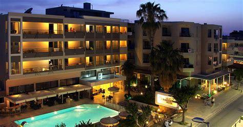 Kos Town Hotel Saint Constantin   100m from a sandy beach