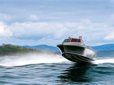formula boats in rough water white pointer 263 video review trade boats australia