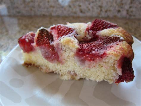easy strawberry cake saucy