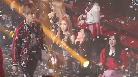 exo reaction to blackpink blackpink s reaction to exo bts red velvet twice mobb