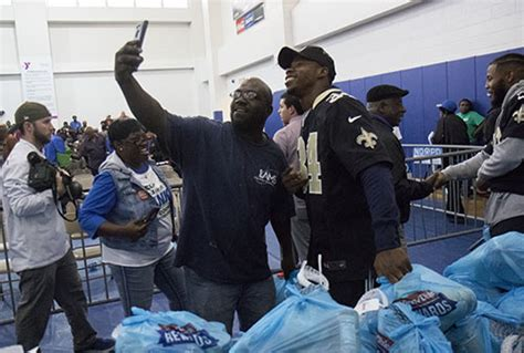 New Orleans Saints Giveaways - drew brees and saints teammates give away thanksgiving meals in central city