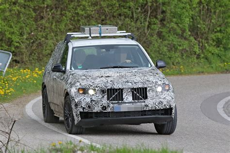 Bmw X5 Roof Rack by 2018 Bmw X5 Shows Its Plus Size Hauls Heavy Weight On