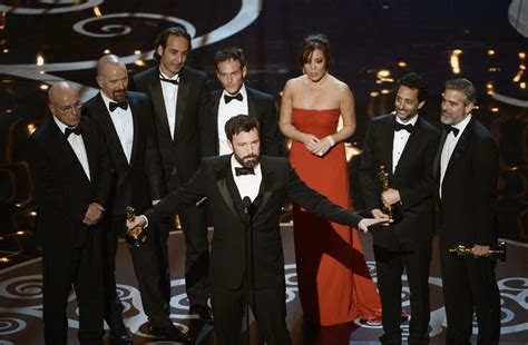 tommy lee jones huffington post oscars gifs the 2013 academy awards from laughing tommy