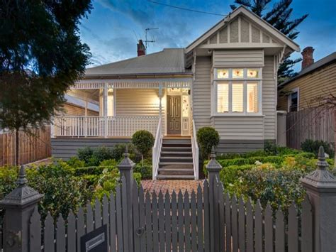 weatherboard edwardian house exterior with balustrades hedging house facade photo 527065
