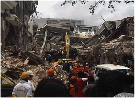 Fenomena Gempa 30 September 2009 bits n bobs contoh kliping bencana alam