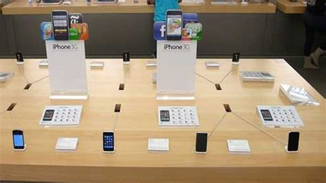 iphone table layout apple stores being reved with new layout table