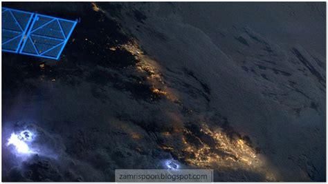 wallpaper awan petir menarik foto petir diambil dari angkasa lepas gp bola