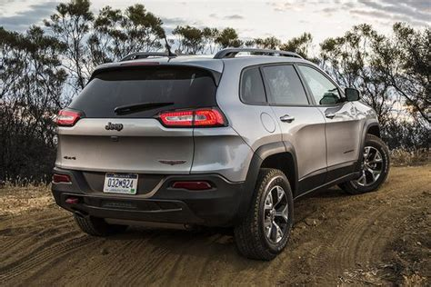 difference between jeep and suv 2015 jeep vs 2015 jeep renegade what s the