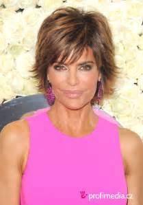 how to get rinna s haircut step by step how to get lisa rinna s hairstyle