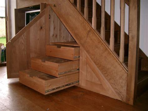 wohnzimmer systemmöbel schrank treppe idee