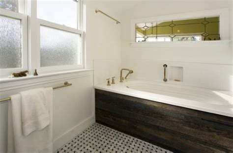 bathtub wood panel creating a natural feel with wood in contemporary bathrooms