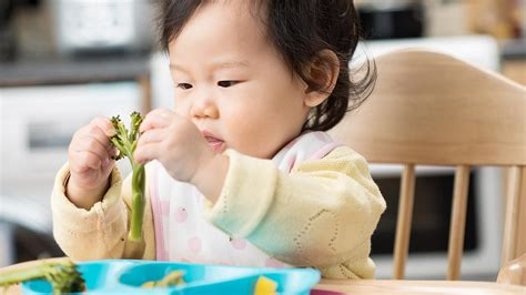 how to a baby how to do baby led weaning tesco baby club