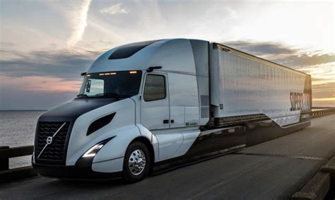 new volvo semi volvo supertruck improves fuel efficiency by 70 after 5