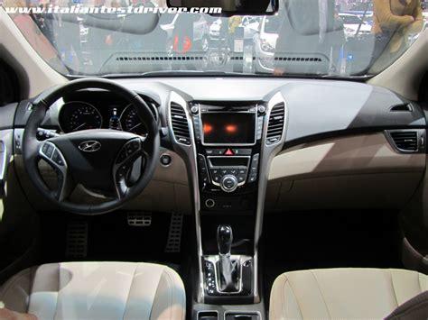 hyundai i30 interni salone di ginevra 2012 live hyundai i30 wagon