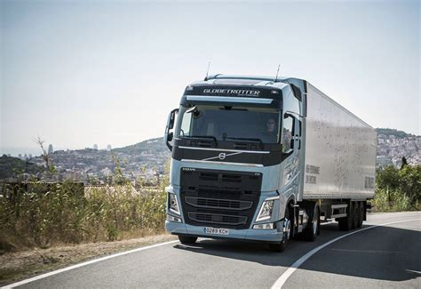 volvo heavy truck lng powered volvo heavy truck slashes emissions by 20