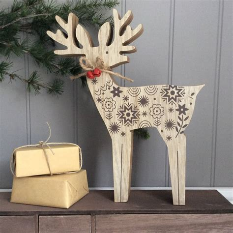 wooden reindeer christmas ornament decoration